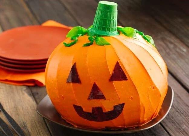 Jack-o'-Lantern Cake - Halloween Desserts